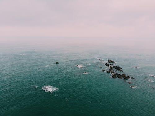 Immagine gratuita di acqua, cielo, formazione rocciosa, fotografia aerea