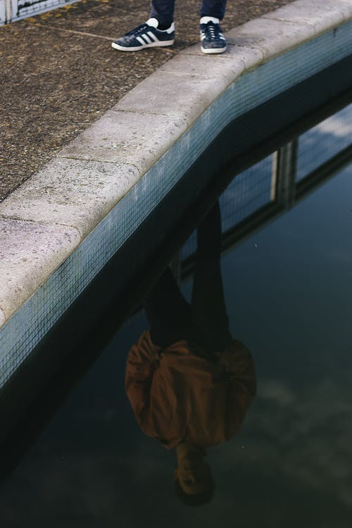 スイミングプール, プールサイド, 人, 反射の無料の写真素材