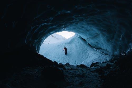 Foto d'estoc gratuïta de a l'aire lliure, aventura, caminant, congelant