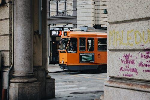 Foto d'estoc gratuïta de centre de la ciutat, ciutat, locomotora, sistema de transporació