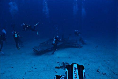 Бесплатное стоковое фото с акваланг, водолазы, глубокий, дайверы