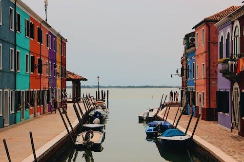 Foto d'estoc gratuïta de arquitectura, atracat, barques, canal