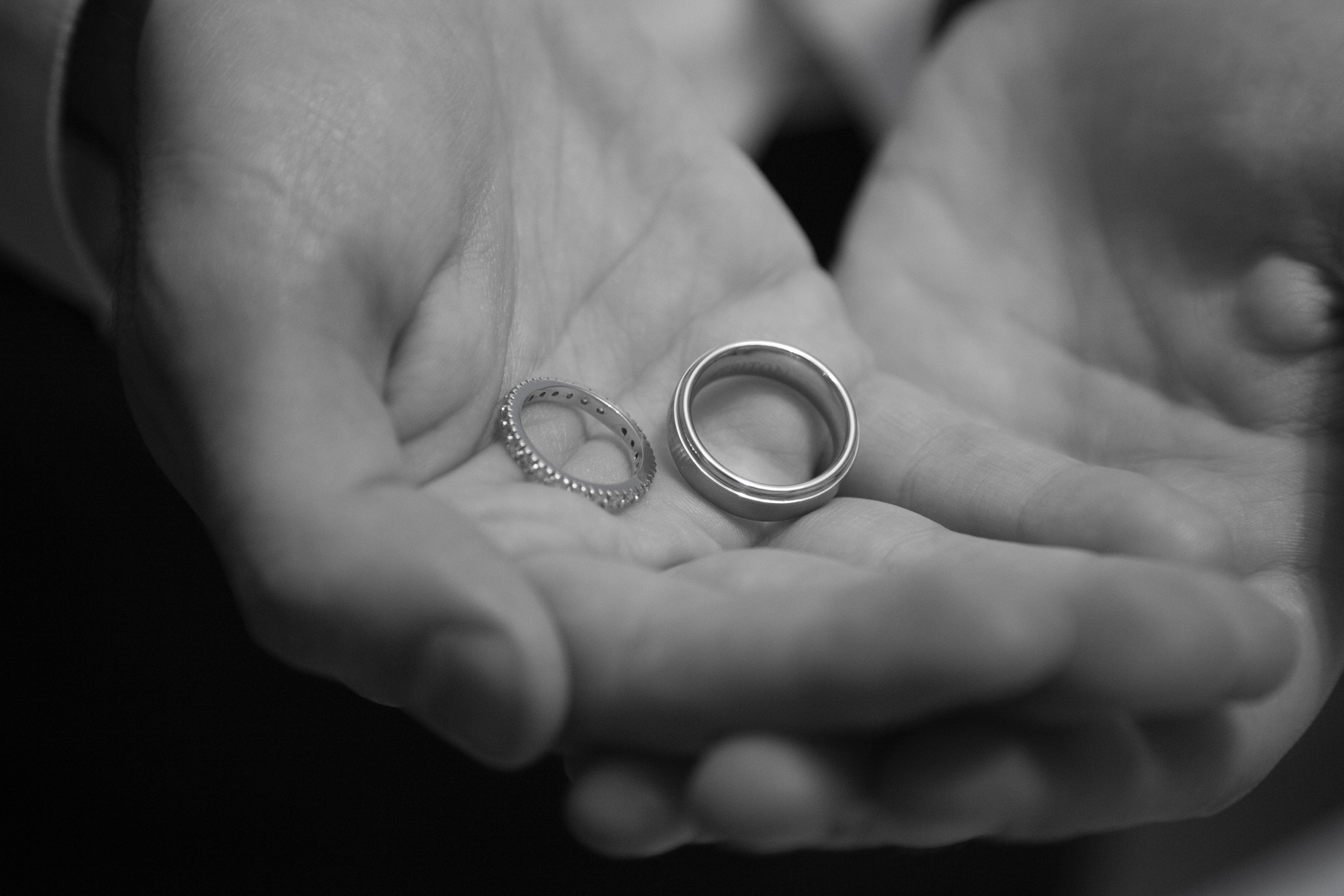Kostenloses Foto Zum Thema Hochzeit Bands Ringe Schwarz Und Weiss