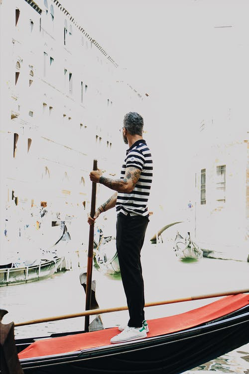 Ảnh lưu trữ miễn phí về Đàn ông, đứng, giữ, gondola