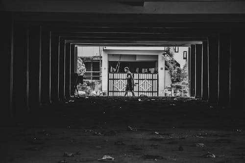 Základová fotografie zdarma na téma boční chodí, brána, budova, chůze