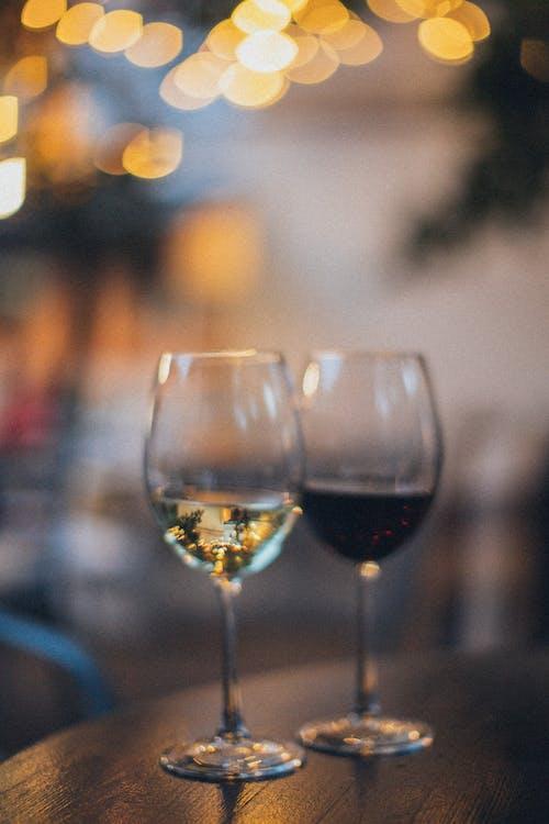 Foto profissional grátis de bokeh, borrão, copo de vinho, foco raso