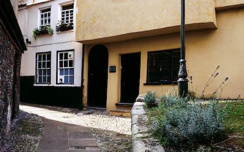 bina, eski bina, ev, kapı içeren Ücretsiz stok fotoğraf