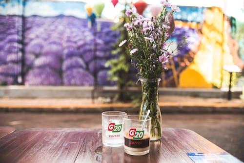 Бесплатное стоковое фото с деревянный стол кофе, заварной кофе, кафе, кофе