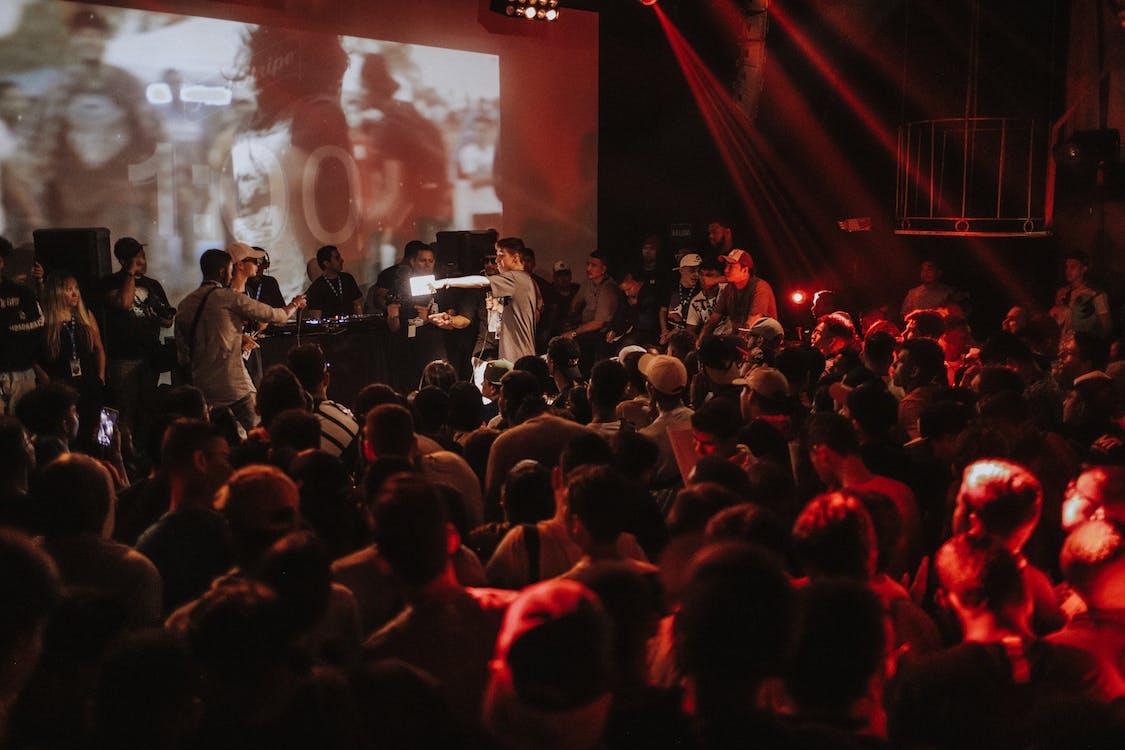 aglomerație, artiști, cântăreț