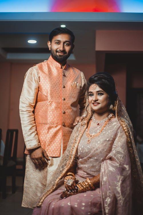 Δωρεάν στοκ φωτογραφιών με kurta, saree, άνδρας, γαμήλια τελετή