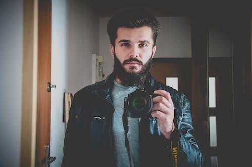 Photos gratuites de appareil photo, appareil photo numérique, autoportrait, barbe