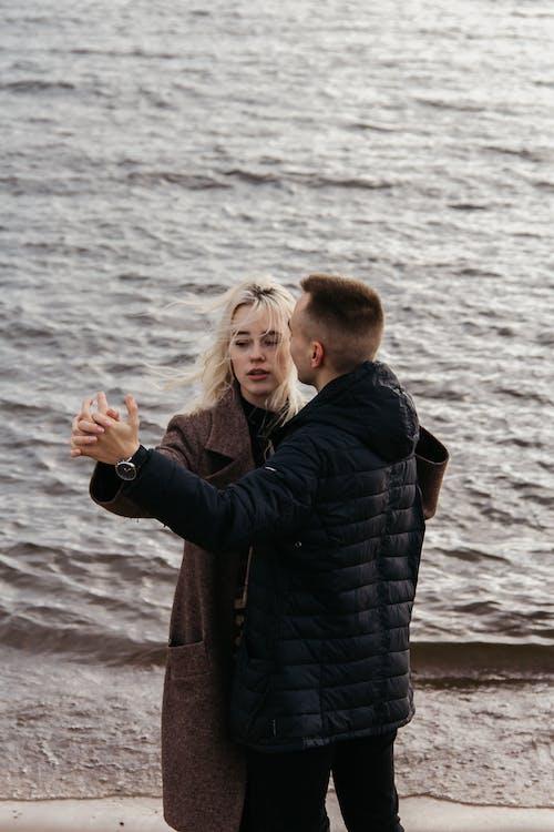 Fotos de stock gratuitas de adultos, agua, al aire libre, amor