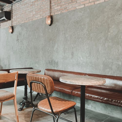 Fotos de stock gratuitas de adentro, amortiguar, asientos, de madera
