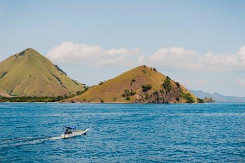 Fotobanka sbezplatnými fotkami na tému cestovať, kopec, loď, more