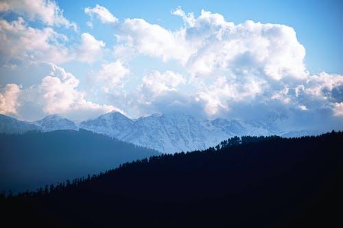 Immagine gratuita di bellezza naturale, cielo, cima della montagna, fotografia con le nuvole