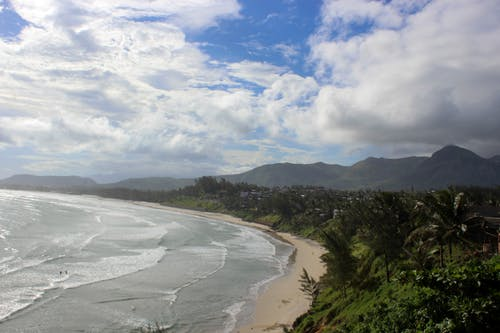 Безкоштовне стокове фото на тему «гори, зелений, пляж, синій»