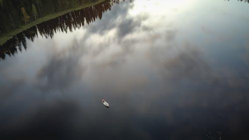 Foto d'estoc gratuïta de a l'aire lliure, aigua, barca, callat