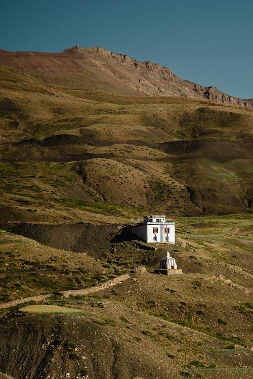 Бесплатное стоковое фото с гора, дневной свет, долина, дом