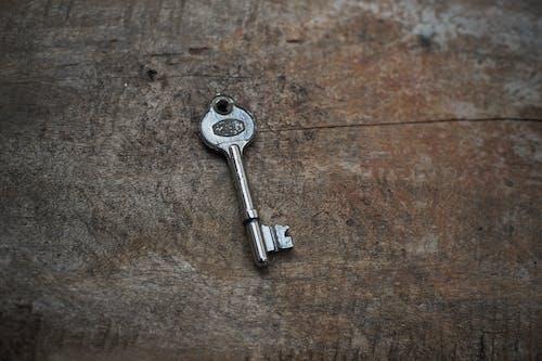 Fotobanka sbezplatnými fotkami na tému klasický, klasický kľúč, kľúč, kľúčenka
