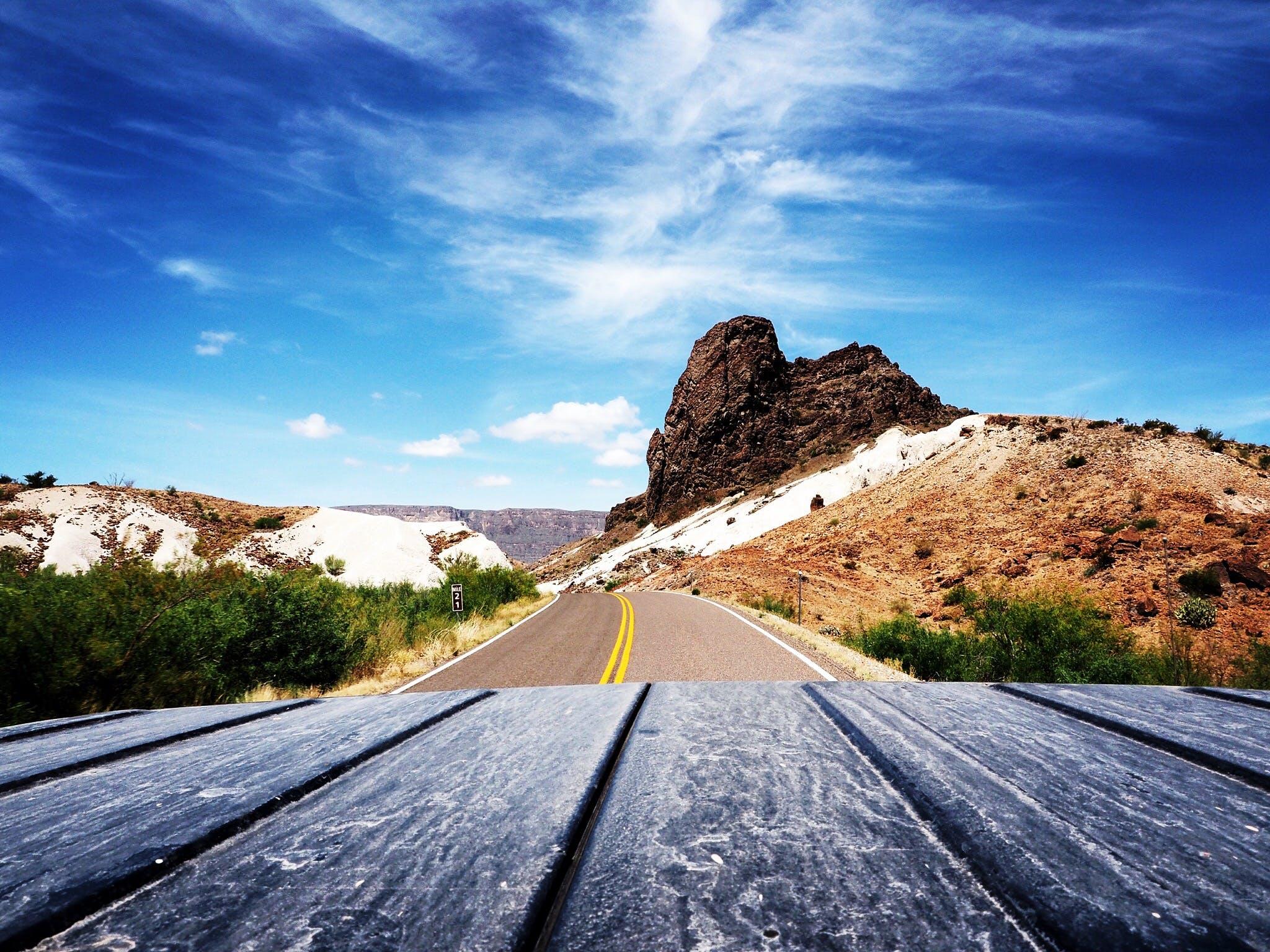 Δωρεάν στοκ φωτογραφιών με άσφαλτος, αυγή, αυτοκινητόδρομος, βουνό