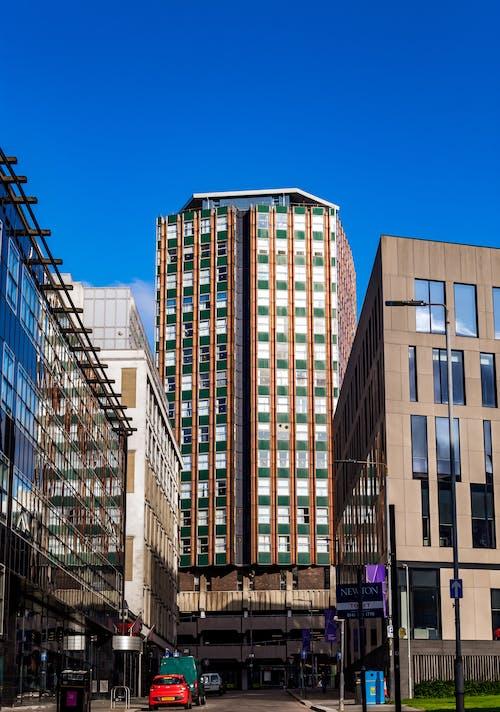 Foto profissional grátis de cidade, exterior do edifício, rua, torre