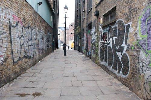 Free stock photo of brick walls, graffiti, lamppost, london