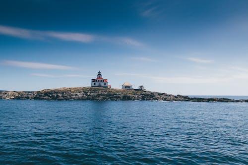 deniz feneri, gökyüzü, Kaya, manzara içeren Ücretsiz stok fotoğraf