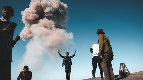Foto stok gratis asap, bangsa asia, bidikan sudut sempit, di luar rumah