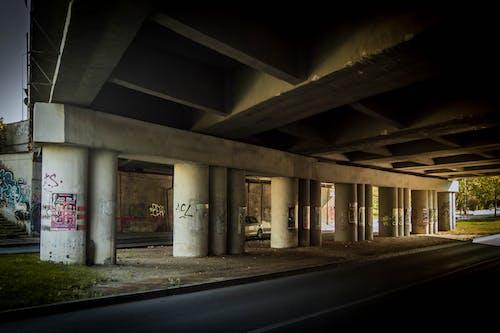 Gratis arkivbilde med bro, graffiti, industriell, struktur
