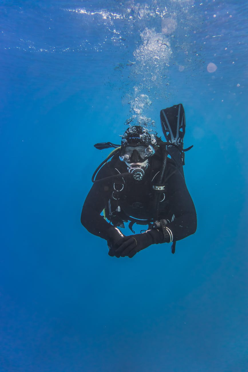 A click of scuba diving