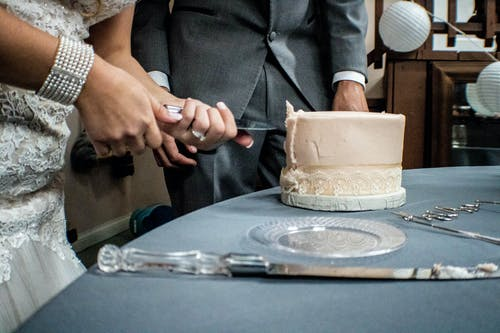 Free stock photo of cake, cutting the cake, hands, wedding
