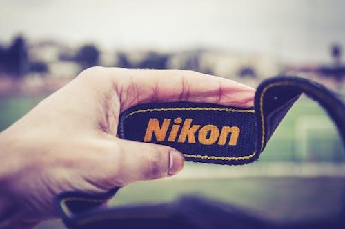 คลังภาพถ่ายฟรี ของ กล้อง, การถ่ายภาพ, นิคอน, มือ