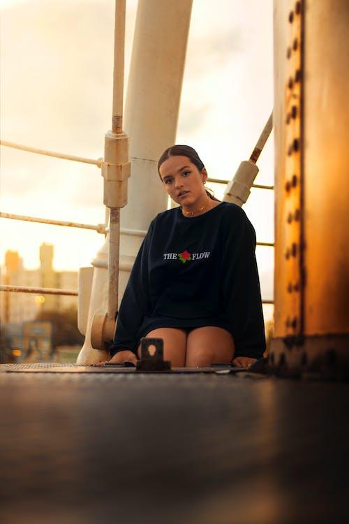 女性, 座っている, 座る, 服の無料の写真素材