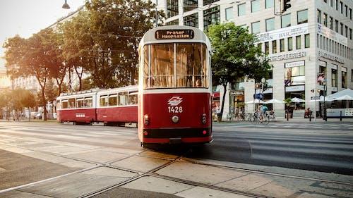 Základová fotografie zdarma na téma červená, provoz, tramvaj, ulice