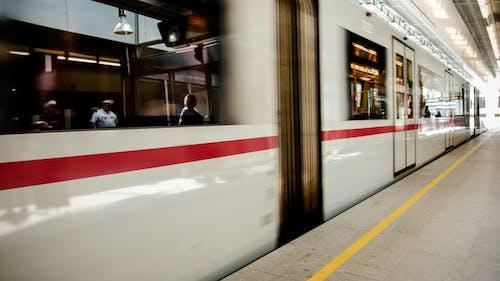 Základová fotografie zdarma na téma auto, koleje, metro, podzemí