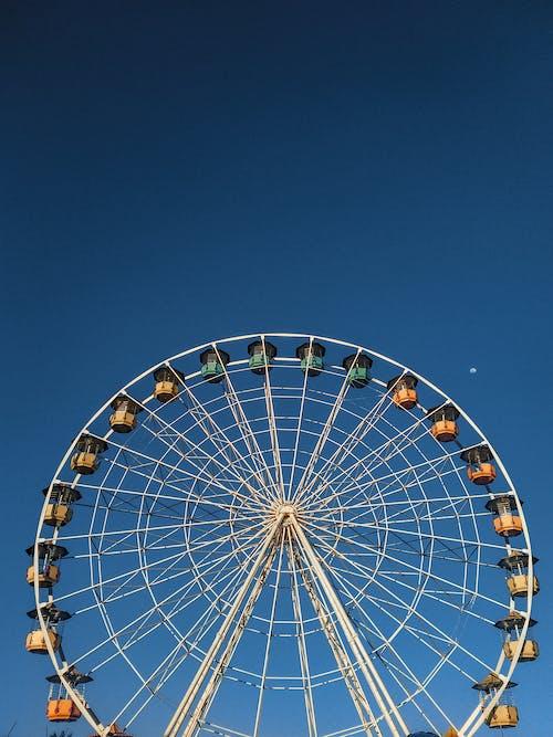 主題公園, 低角度拍攝, 低角度攝影, 嘉年華 的 免费素材照片