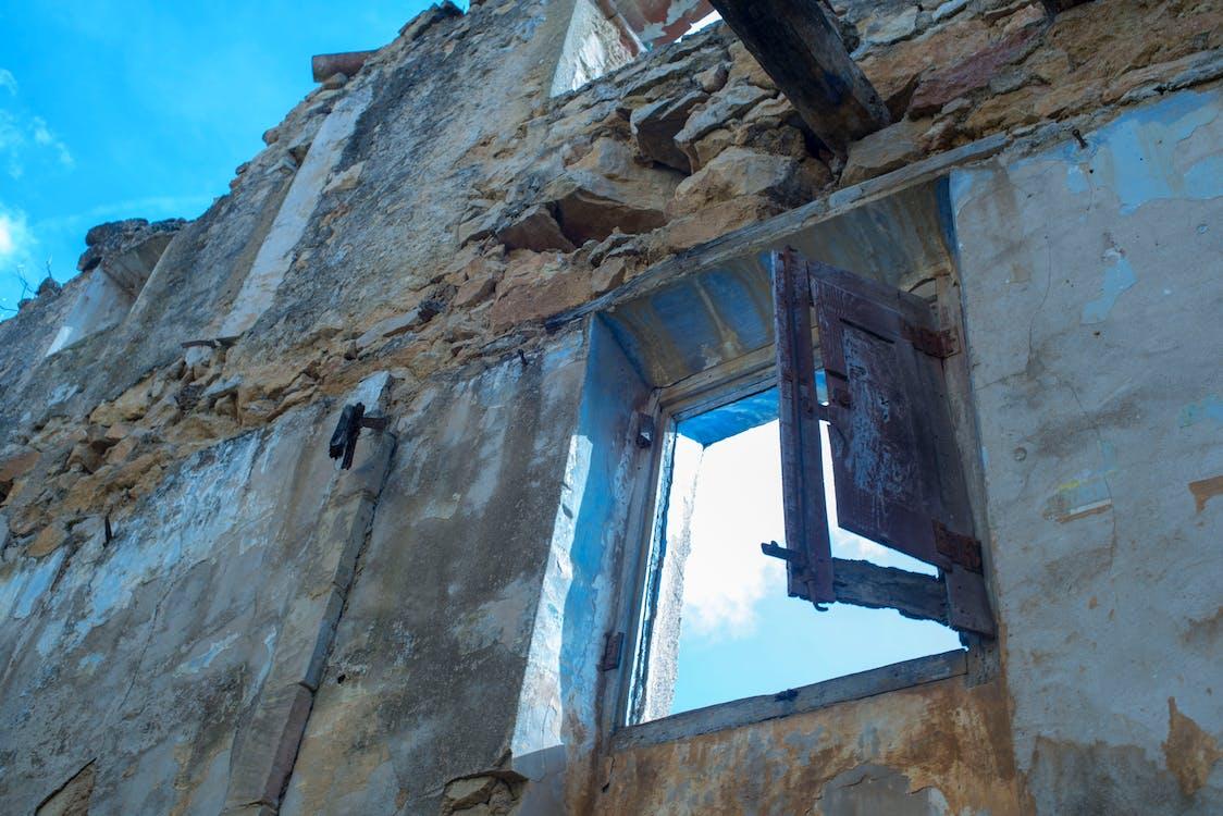 okno, opusteny dům