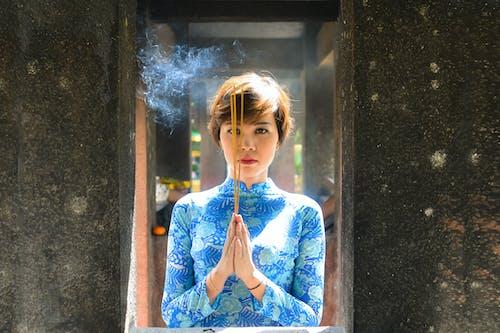 Foto d'estoc gratuïta de bonic, budistes, Déu, dones