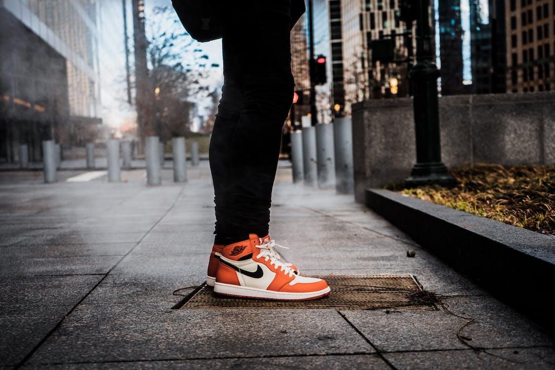 bruk, buty, chodnik