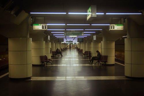 Gratis arkivbilde med togstasjon, tunnel, under bakken