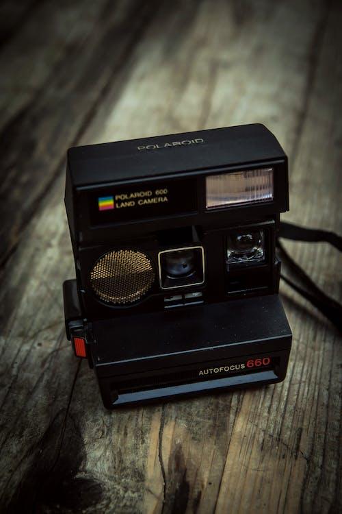 Gratis arkivbilde med fotografi, fotokamera, polaroid, retro