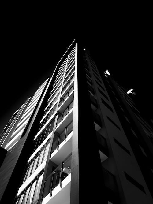 Fotos de stock gratuitas de arquitectura, blanco y negro, edificio, edificio alto