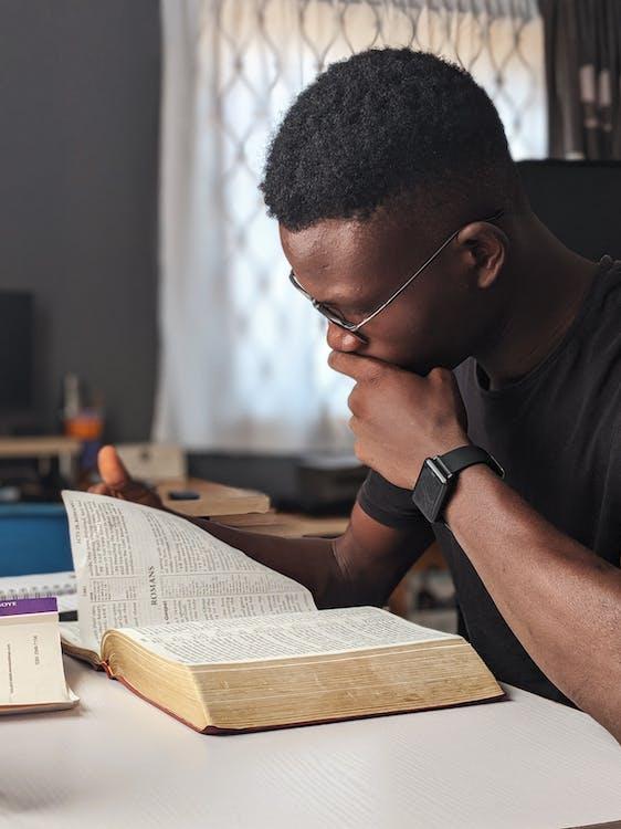 afroamerikansk mand, ansigtsudtryk, Bibel