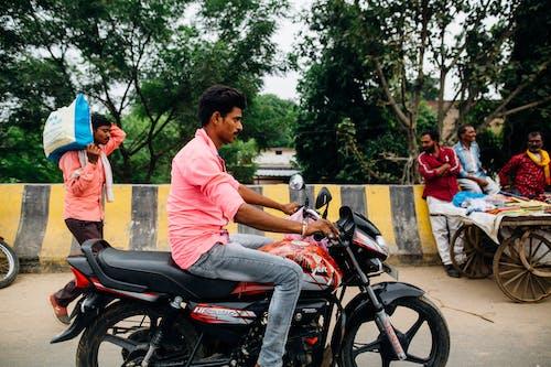 交通系統, 人, 戶外, 摩托車 的 免費圖庫相片