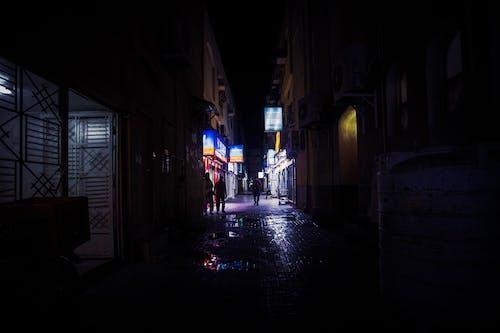 Foto stok gratis Arsitektur, bangunan, bayangan hitam, berjalan