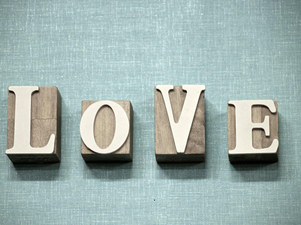 การพิมพ์, ความรัก, ตัวอักษร