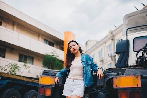 Gratis stockfoto met Aziatische vrouw, casual kleding, fotosessie, fotoshoot