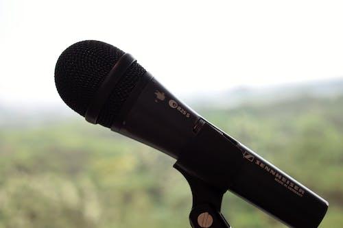 Základová fotografie zdarma na téma #outdoorchallenge, hudba, mikrofon, venkovní