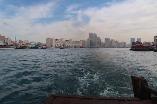 杜拜, 河, 船, 藍天 的 免费素材照片