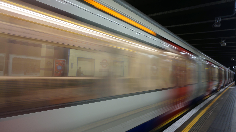 andana de metro, desenfocament, emocinant